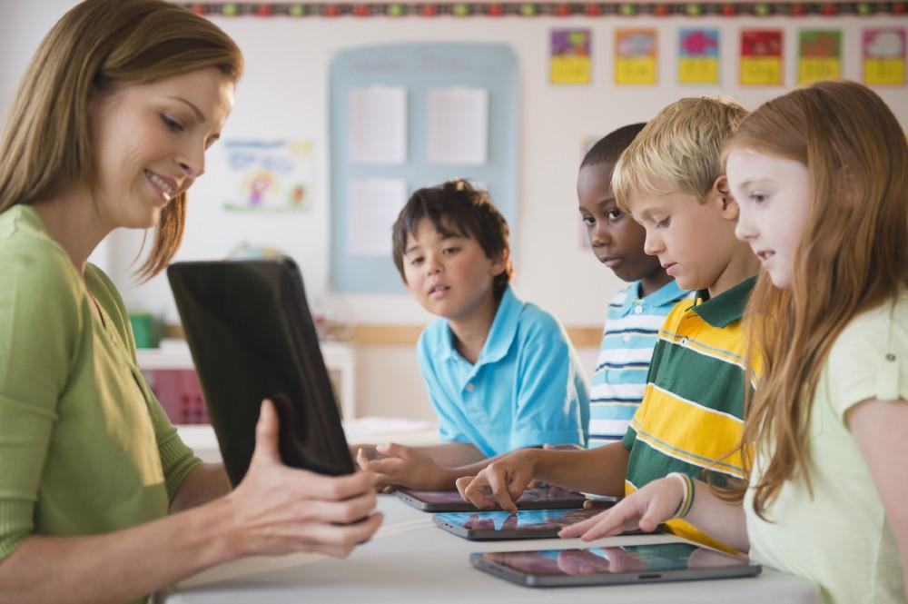 Teacher using video based edtech apps